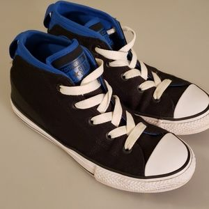 Padded converse chuck Taylor's size 3
